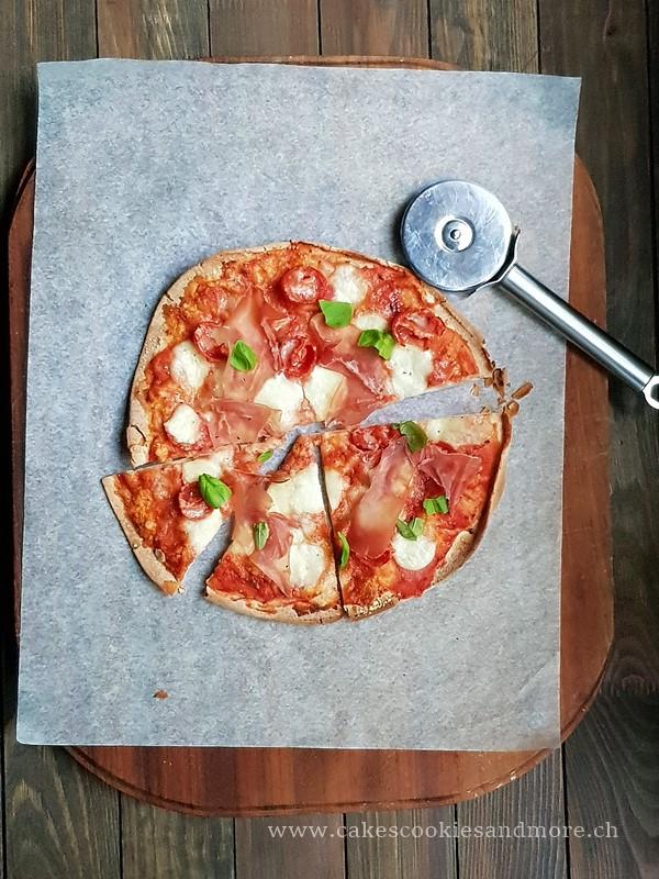 Fladenbrot Pizza mit Rohschinken