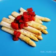 Gebratener Spargel mit Erdbeersalsa
