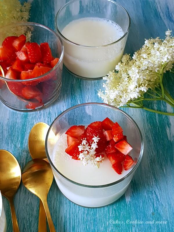 Holunderblüten Pudding mit Erdbeeren. Ein feines, erfrischendes Dessert aus Holunderblütenmilch