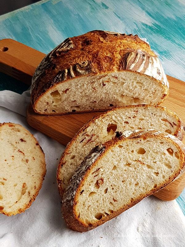 Rezept für Speck-Käse-Brot, aus einem Hefeteig mit sehr wenig Hefe und Übernachtgare