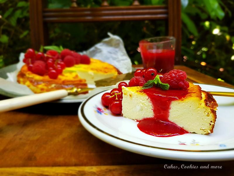 Low Carb Cheesecake mit Himbeeren und Johannisbeeren