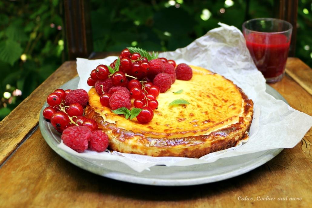 Cheesecake mit Himbeeren und Johannisbeeren