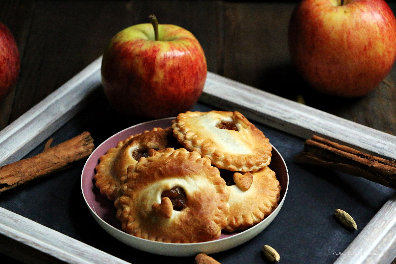 Weihnachtliche Mini Apfel Pies ohne Zucker