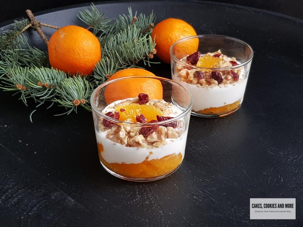 Schichtdessert mit Joghurtcreme und Mandarinen