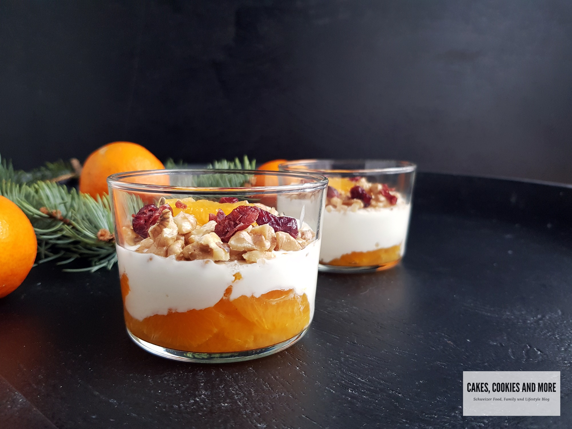 Schichtdessert mit Joghurt und Mandarinen