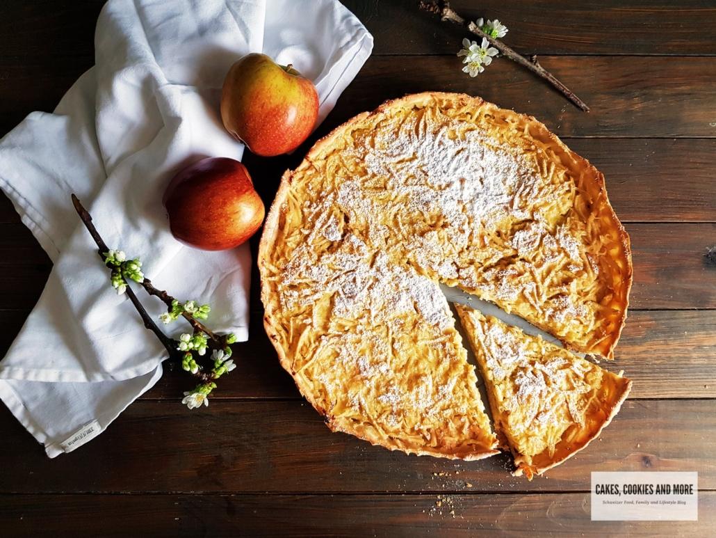 Apfelwähe mit geraffelten Äpfel mit Anschnitt - ein Schweizer Rezept